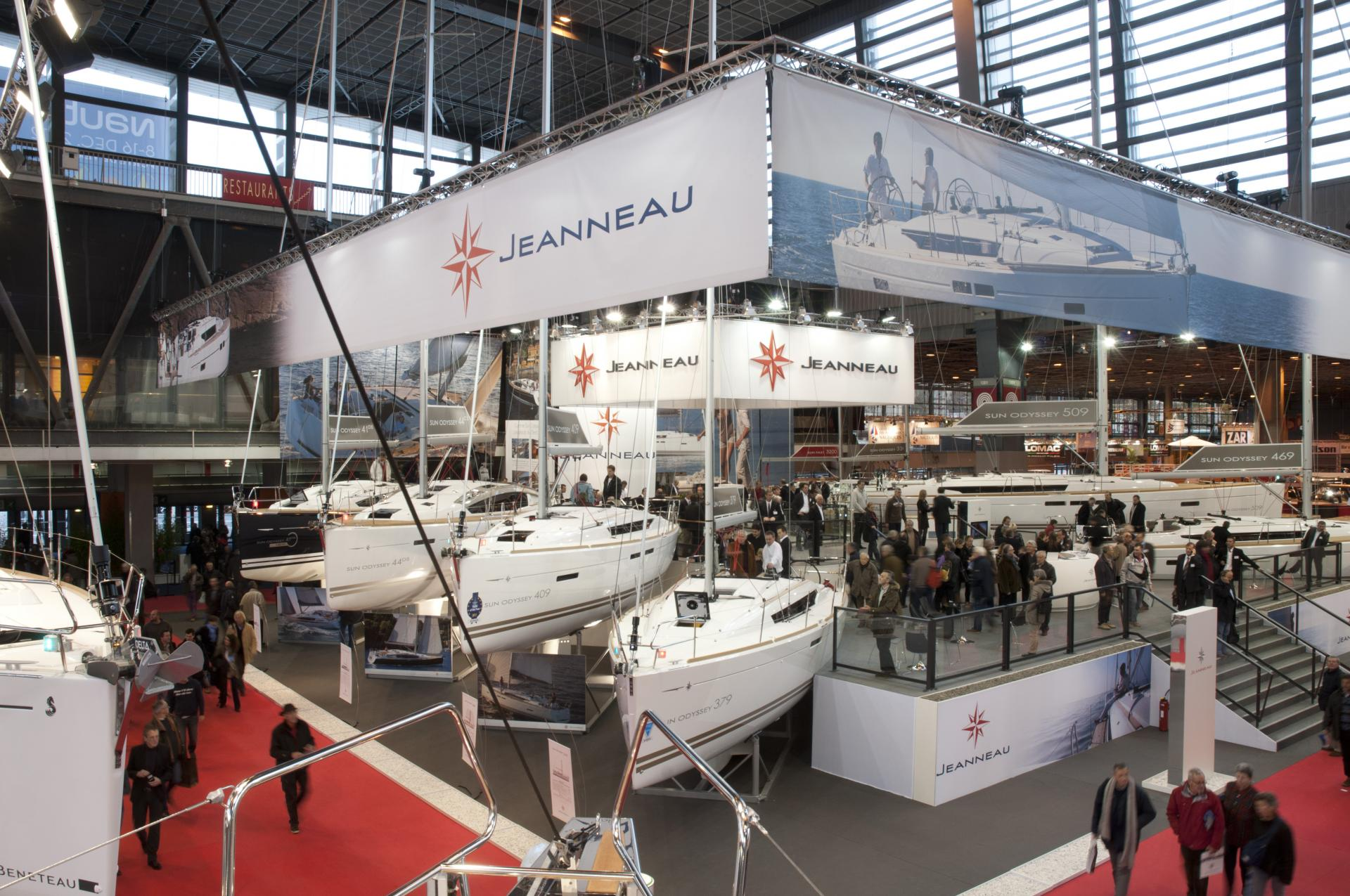 Jeanneau sur le salon nautique de paris 2012 jeanneau for Salon bateau paris