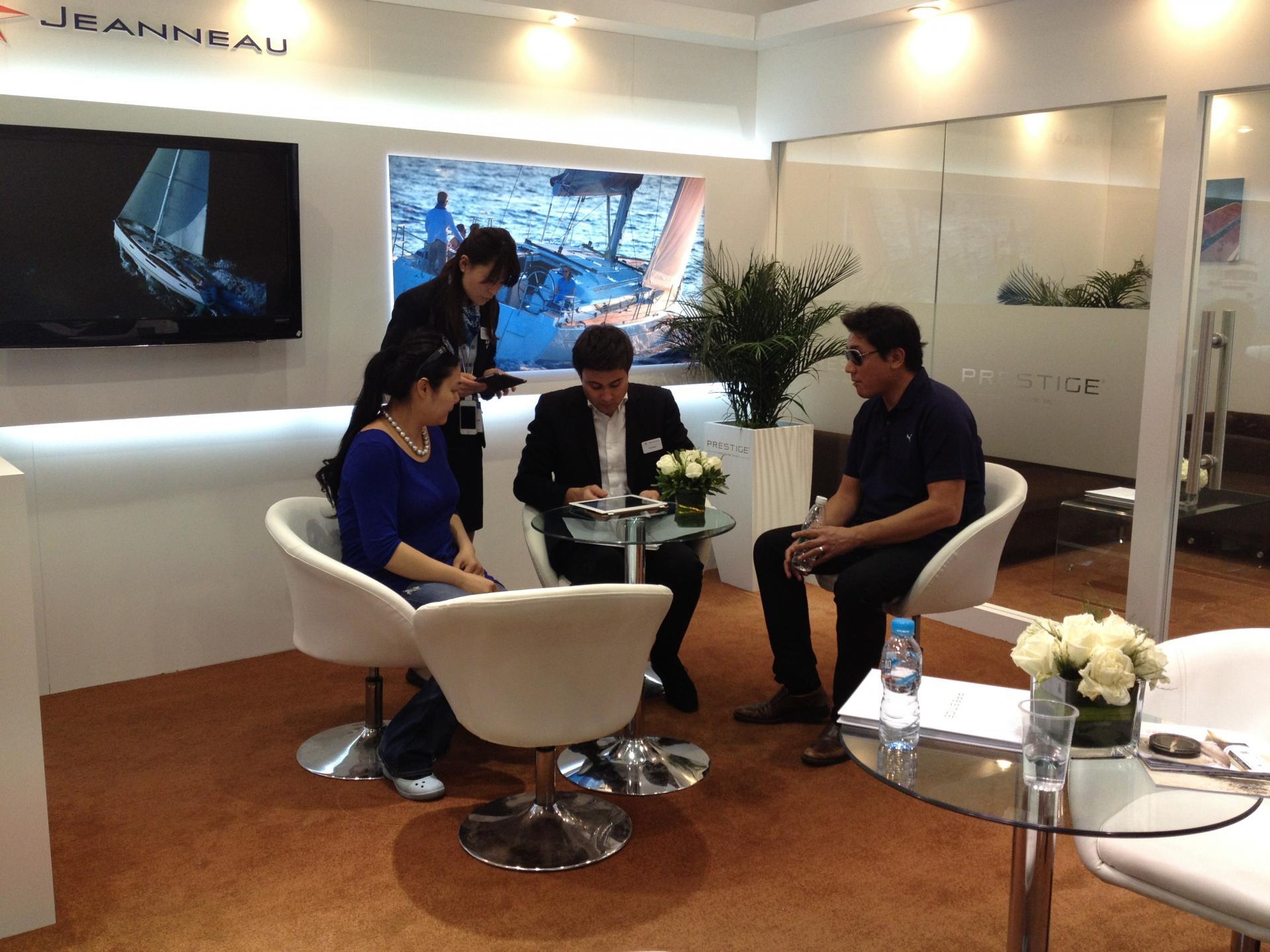 Jeanneau au salon nautique de shanghai jeanneau for Salons nautiques