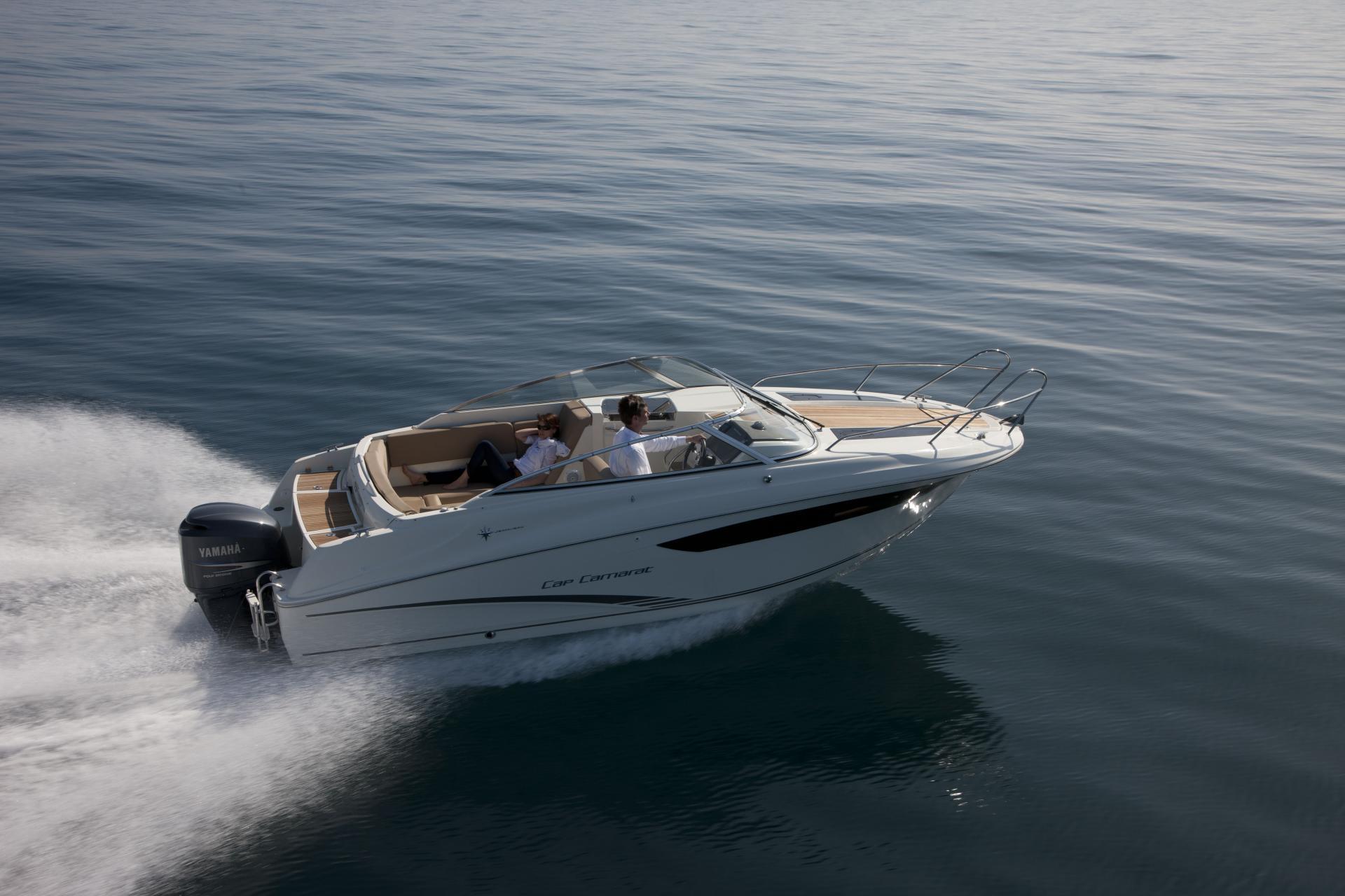tandem io cabrio merc larson cruisers w bravo cabins mid full cabin mag axle trailer mpi boats iii cruiser