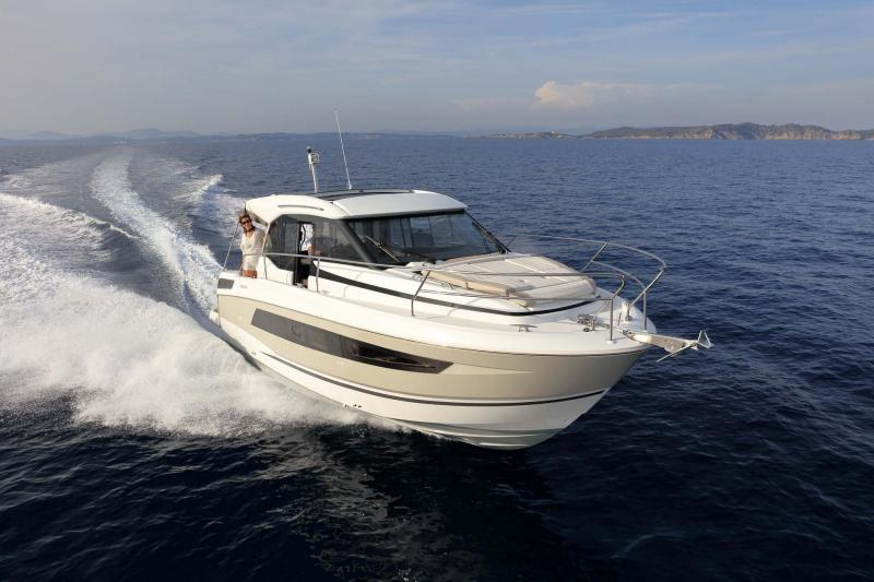 NC 33 │ NC of 11m │ Boat powerboat Jeanneau  10767