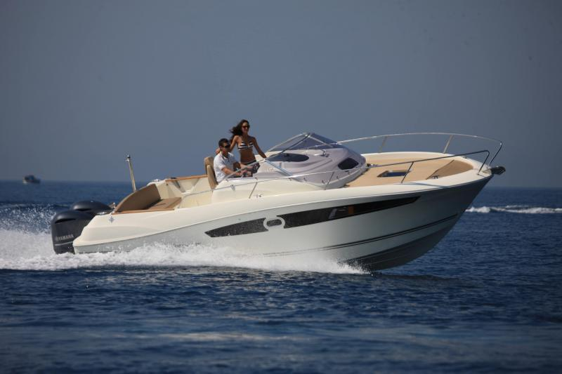 Cap Camarat 8.5 WA │ Cap Camarat Walk Around of 8m │ Boat powerboat Jeanneau  19