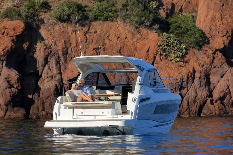 Leader 33 │ Leader of 11m │ Boat powerboat Jeanneau 3-Lifestyle 18320