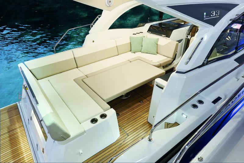 Leader 33 OB │ Leader of 11m │ Boat Inboard Jeanneau The salon table converts into a large sunpad 4483