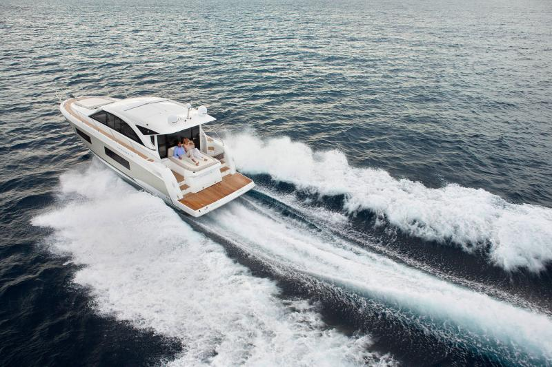 Leader 46 │ Leader of 14m │ Boat powerboat Jeanneau Aft Platform 18506