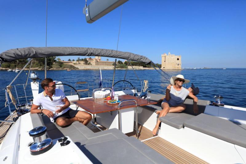 Jeanneau 58 │ Jeanneau Yachts of 18m │ Boat Sailboat Jeanneau  17530