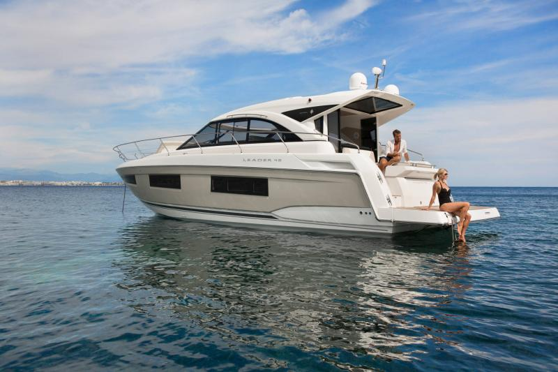 Leader 46 │ Leader of 14m │ Boat powerboat Jeanneau Aft Platform 18490