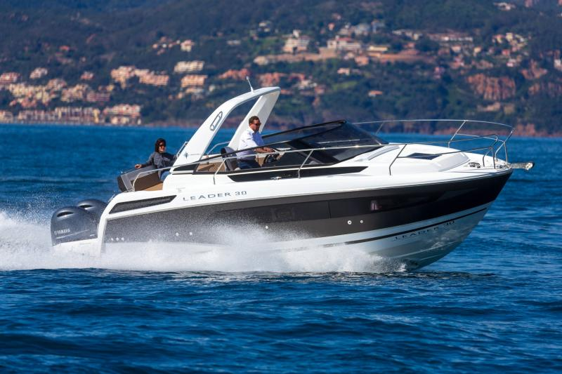 Leader 30 │ Leader of 9m │ Boat powerboat Jeanneau Outboard version 18201