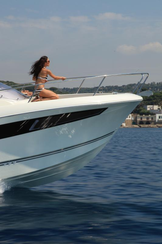 Cap Camarat 8.5 WA │ Cap Camarat Walk Around of 8m │ Boat powerboat Jeanneau  17