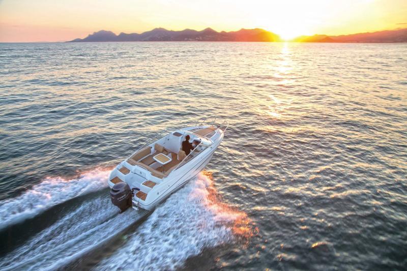 Cap Camarat 6.5 DC │ Cap Camarat Day Cruiser de 6m │ Bateaux powerboat Jeanneau  11109