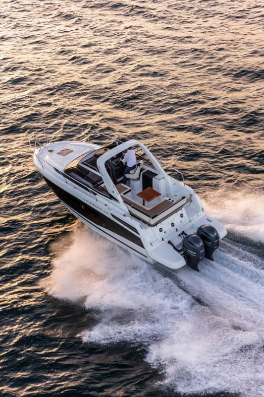 Leader 30 │ Leader of 9m │ Boat powerboat Jeanneau Outboard version 18186