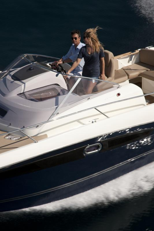 Cap Camarat 8.5 WA │ Cap Camarat Walk Around of 8m │ Boat powerboat Jeanneau  264
