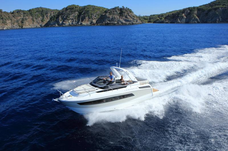 Leader 30 │ Leader of 9m │ Boat powerboat Jeanneau 1-Navigation 18216