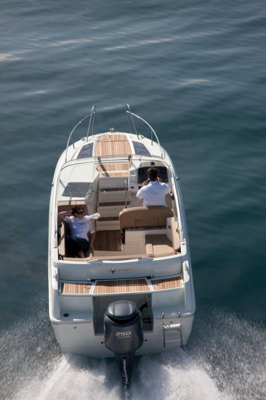 Cap Camarat 7.5 DC │ Cap Camarat Day Cruiser de 7m │ Bateaux Hors Bord Jeanneau  12980