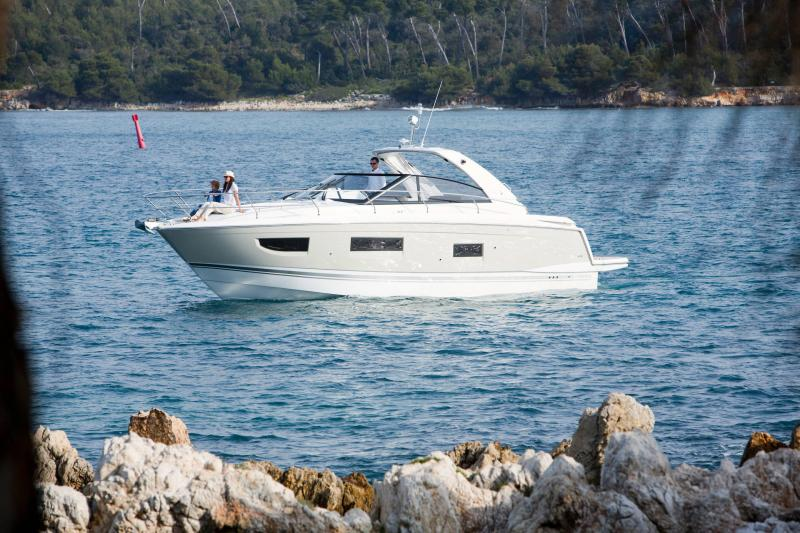 Leader 40 │ Leader of 12m │ Boat Intra-borda Jeanneau 1-Navigation 14355