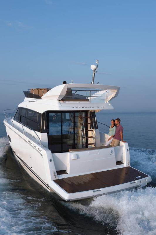 Velasco 37F │ Velasco of 11m │ Boat Intra-borda Jeanneau Aft Platform 14861