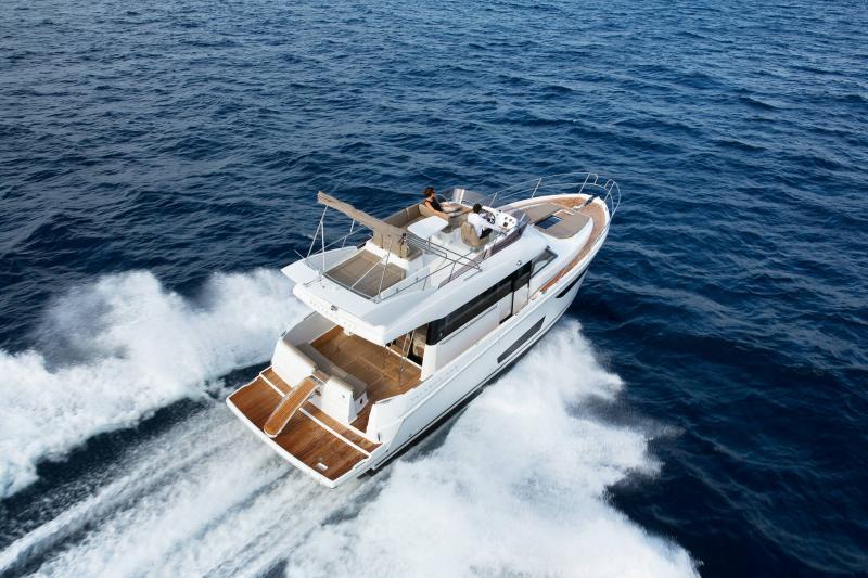 Velasco 43F │ Velasco of 14m │ Boat Entrobordo Jeanneau Aft Platform 14895