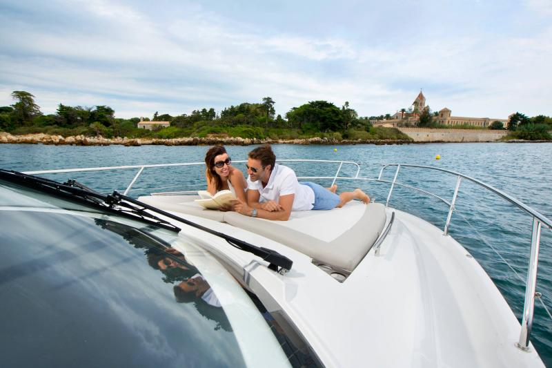 Leader 36 │ Leader of 12m │ Boat Intra-borda Jeanneau SunBath 14317