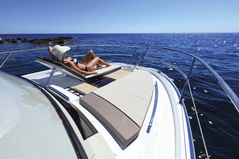 Cap Camarat 10.5 WA │ Cap Camarat Walk Around of 11m │ Boat Outboard Jeanneau  11225