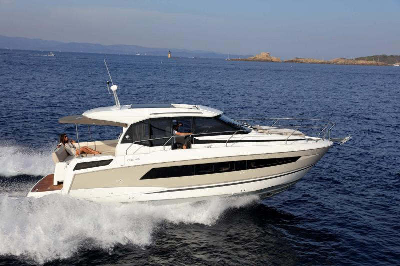 NC 33 │ NC of 11m │ Boat powerboat Jeanneau  10753