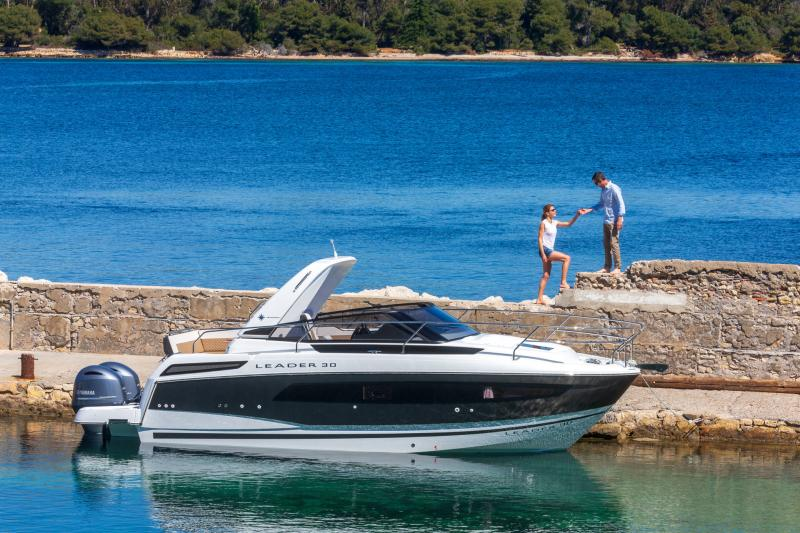 Leader 30 │ Leader of 9m │ Boat powerboat Jeanneau Outboard version 18173