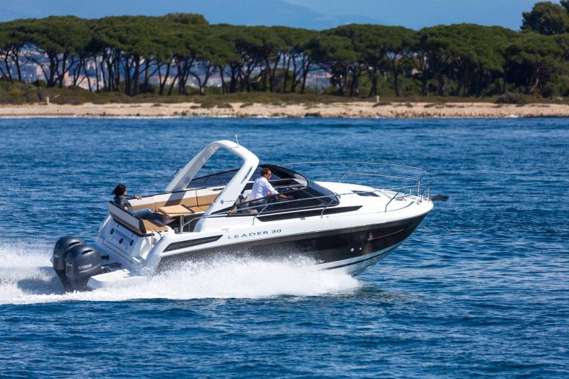 Leader 30 │ Leader of 9m │ Boat powerboat Jeanneau Outboard version 18200