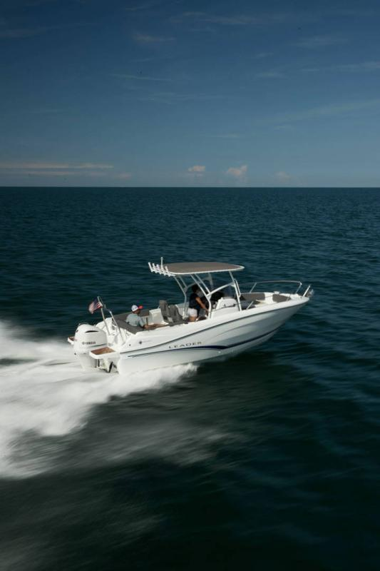 Leader 7.5 CC │ Leader CC of 8m │ Boat powerboat Jeanneau  18787