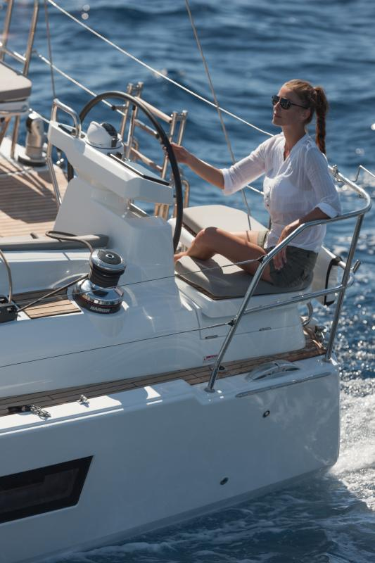 Jeanneau 51 Exterior Views 10