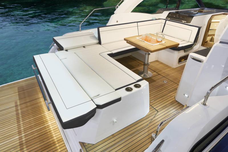 Leader 33 │ Leader de 11m │ Bateaux powerboat Jeanneau  18300