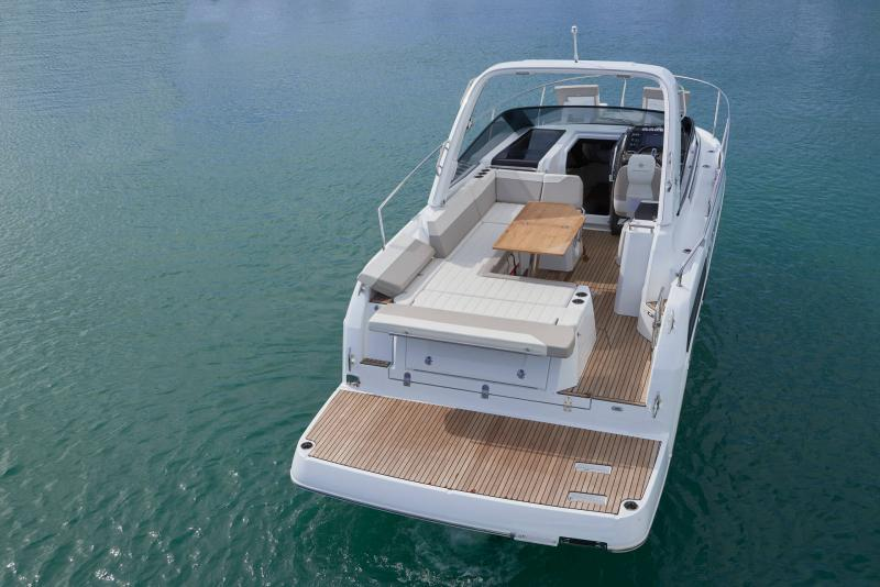Leader 30 │ Leader of 9m │ Boat powerboat Jeanneau Aft Platform 18222