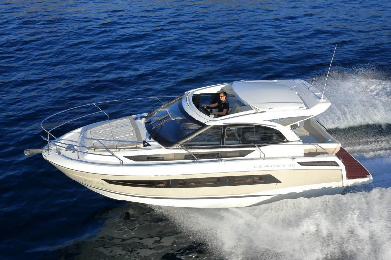 Leader 33 │ Leader de 11m │ Bateaux powerboat Jeanneau 1-Navigation 18325