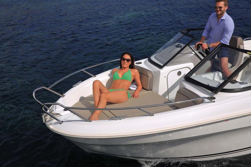 CAP CAMARAT 5.5 BR │ Cap Camarat Bow Rider of 5m │ Boat Outboard Jeanneau  10953