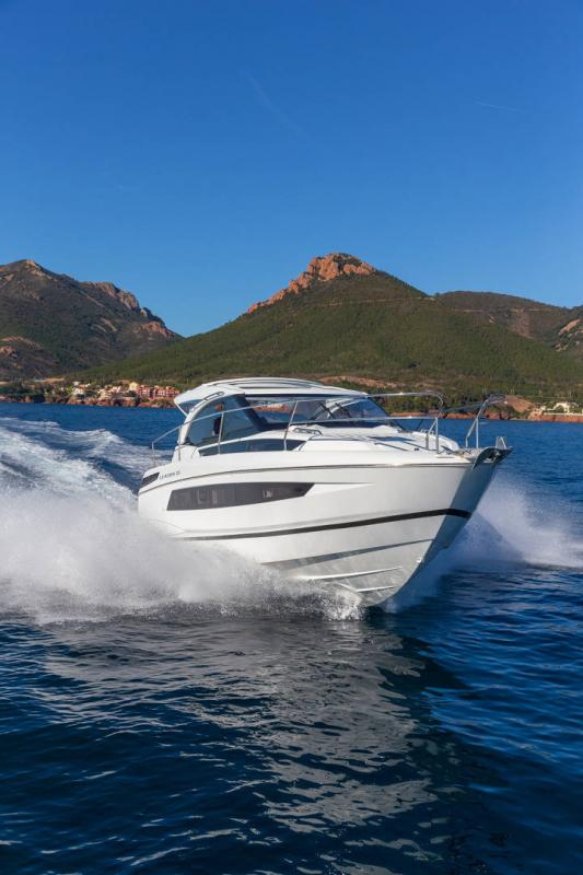 Leader 33 │ Leader of 11m │ Boat powerboat Jeanneau Outboard version 18285