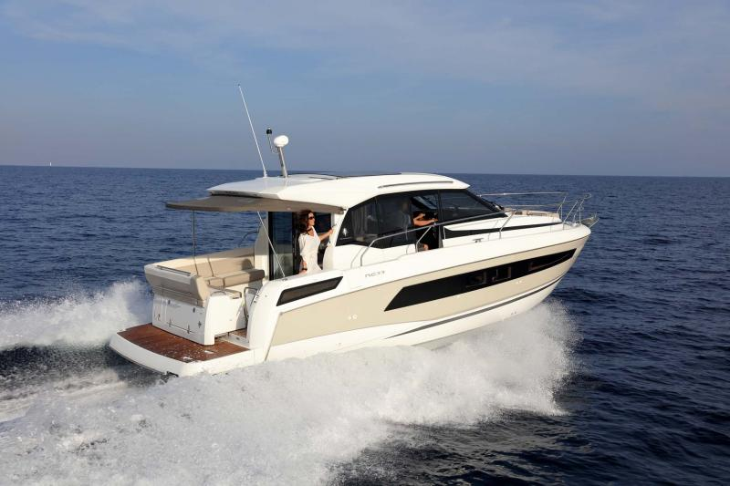 NC 33 │ NC of 11m │ Boat powerboat Jeanneau  10763