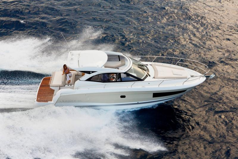 Leader 36 │ Leader of 12m │ Boat powerboat Jeanneau Aft Platform 18359