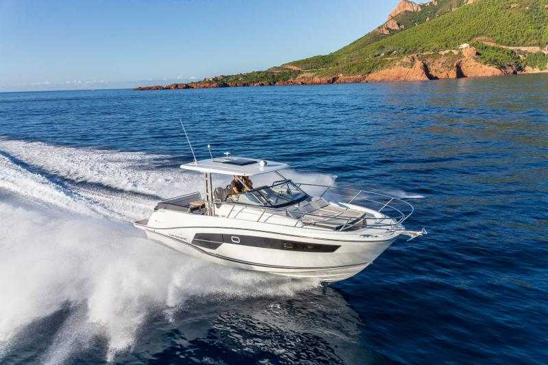 Cap Camarat 10.5 WA série2 │ Cap Camarat Walk Around of 10m │ Boat powerboat Jeanneau  21998