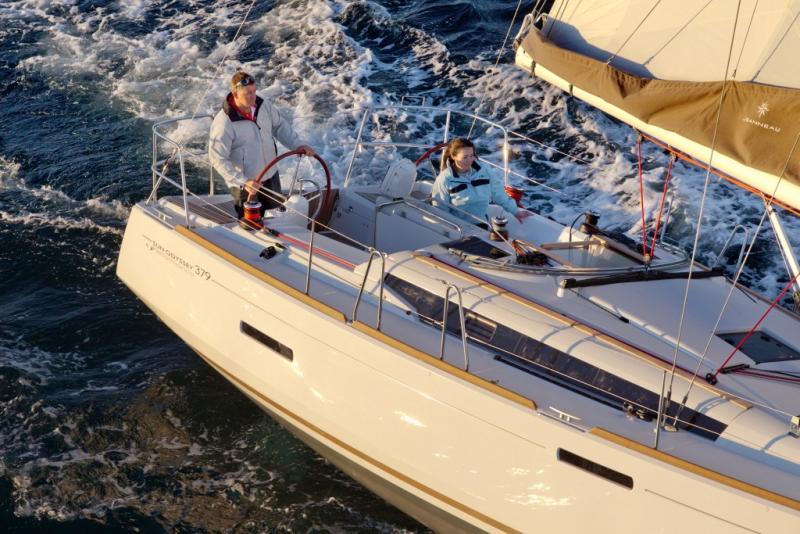 Sun Odyssey 379 │ Sun Odyssey of 11m │ Boat Sailboat Jeanneau  8353