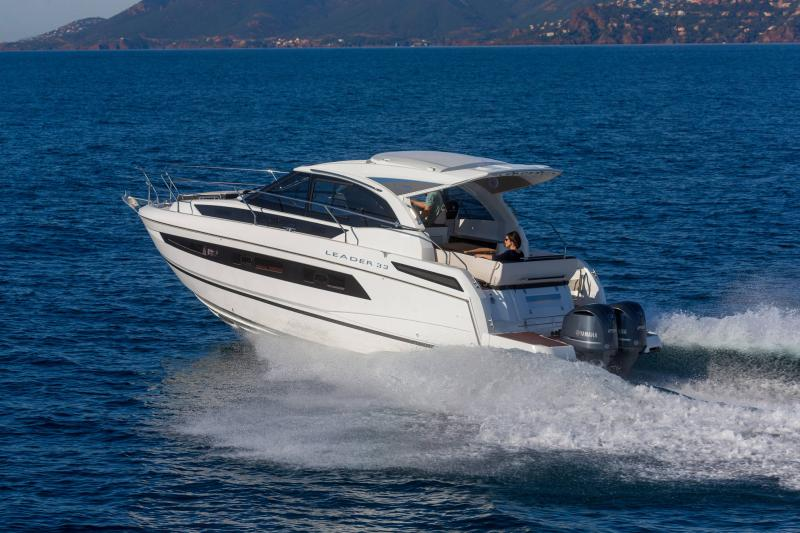 Leader 33 │ Leader of 11m │ Boat powerboat Jeanneau Outboard version 18262