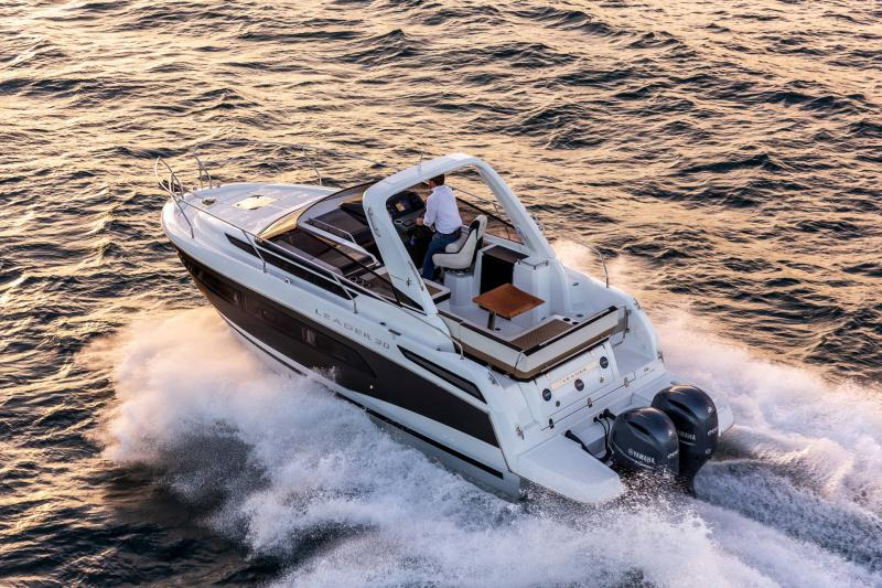 Leader 30 │ Leader of 9m │ Boat powerboat Jeanneau Outboard version 18184