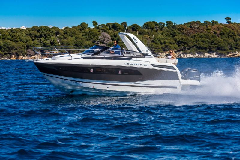 Leader 30 │ Leader of 9m │ Boat powerboat Jeanneau Outboard version 18181