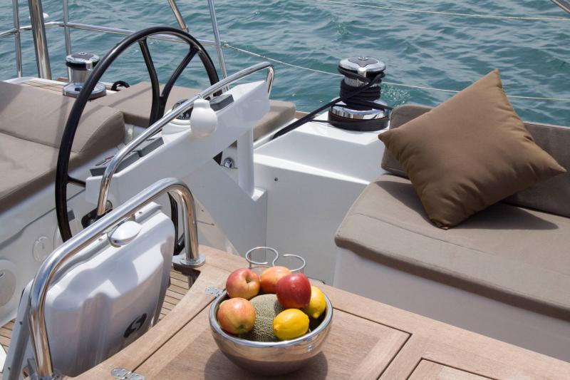 Jeanneau 58 │ Jeanneau Yachts of 18m │ Boat Sailboat Jeanneau  17550