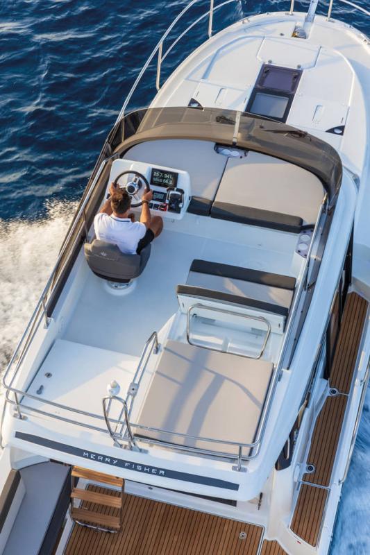 Merry Fisher 1095 Fly │ Merry Fisher de 10m │ Bateaux powerboat Jeanneau  22166
