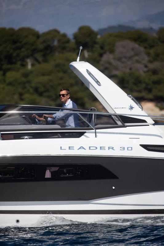 Leader 30 │ Leader de 9m │ Bateaux Moteurs Jeanneau Version Hors-Bord 18179