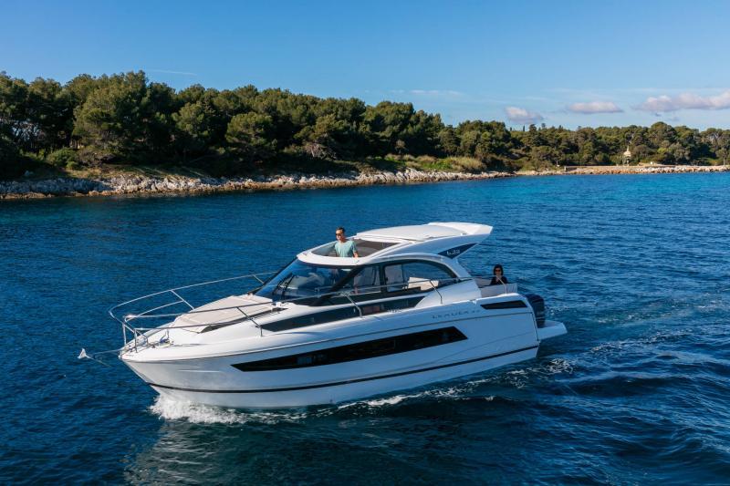 Leader 33 │ Leader of 11m │ Boat Inboard Jeanneau Outboard version 18248