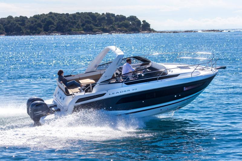 Leader 30 │ Leader of 9m │ Boat powerboat Jeanneau Outboard version 18198