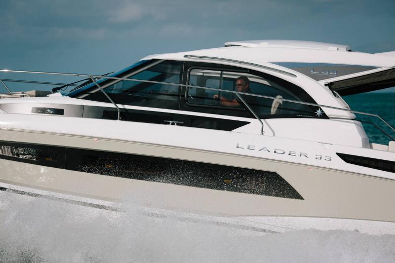 Leader 33 │ Leader de 11m │ Bateaux powerboat Jeanneau  18312
