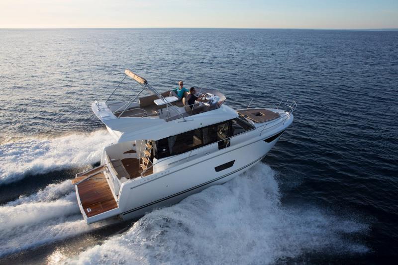 NC 38 Fly │ NC of 11m │ Boat Intra-borda Jeanneau Flybridge 14829
