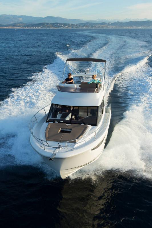 NC 38 Fly │ NC of 11m │ Boat Intra-borda Jeanneau Flybridge 14832