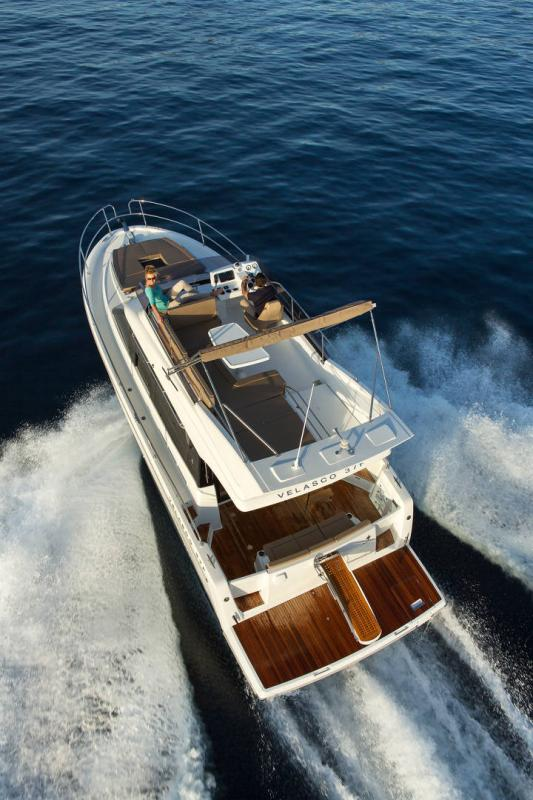 NC 38 Fly │ NC of 11m │ Boat Intra-borda Jeanneau Aft Platform 14835