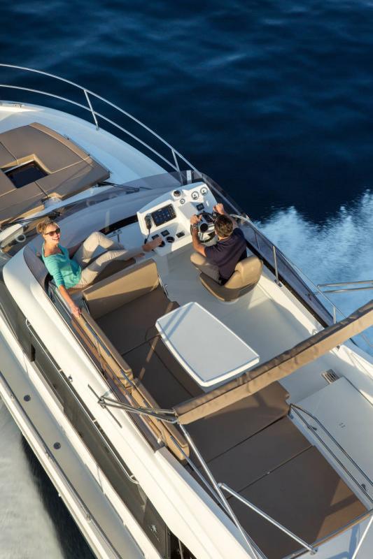 NC 38 Fly │ NC of 11m │ Boat Intra-borda Jeanneau Flybridge 14836