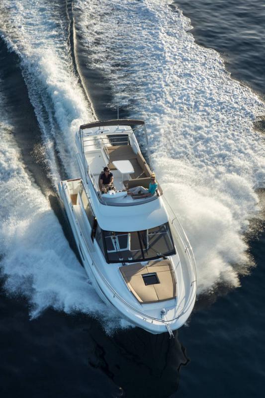 NC 38 Fly │ NC of 11m │ Boat Intra-borda Jeanneau Flybridge 14837